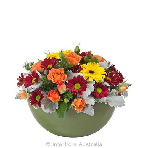 Love with autumn colours - flowers in a bowl